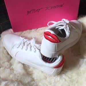 NIB Betsey Johnson Bettie White Sneakers Red Lips